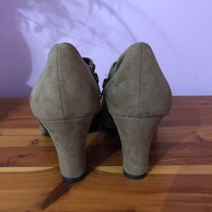 AEROSOLES Shoes - Aerosoles Brown booty boot size 8 1/2 like new